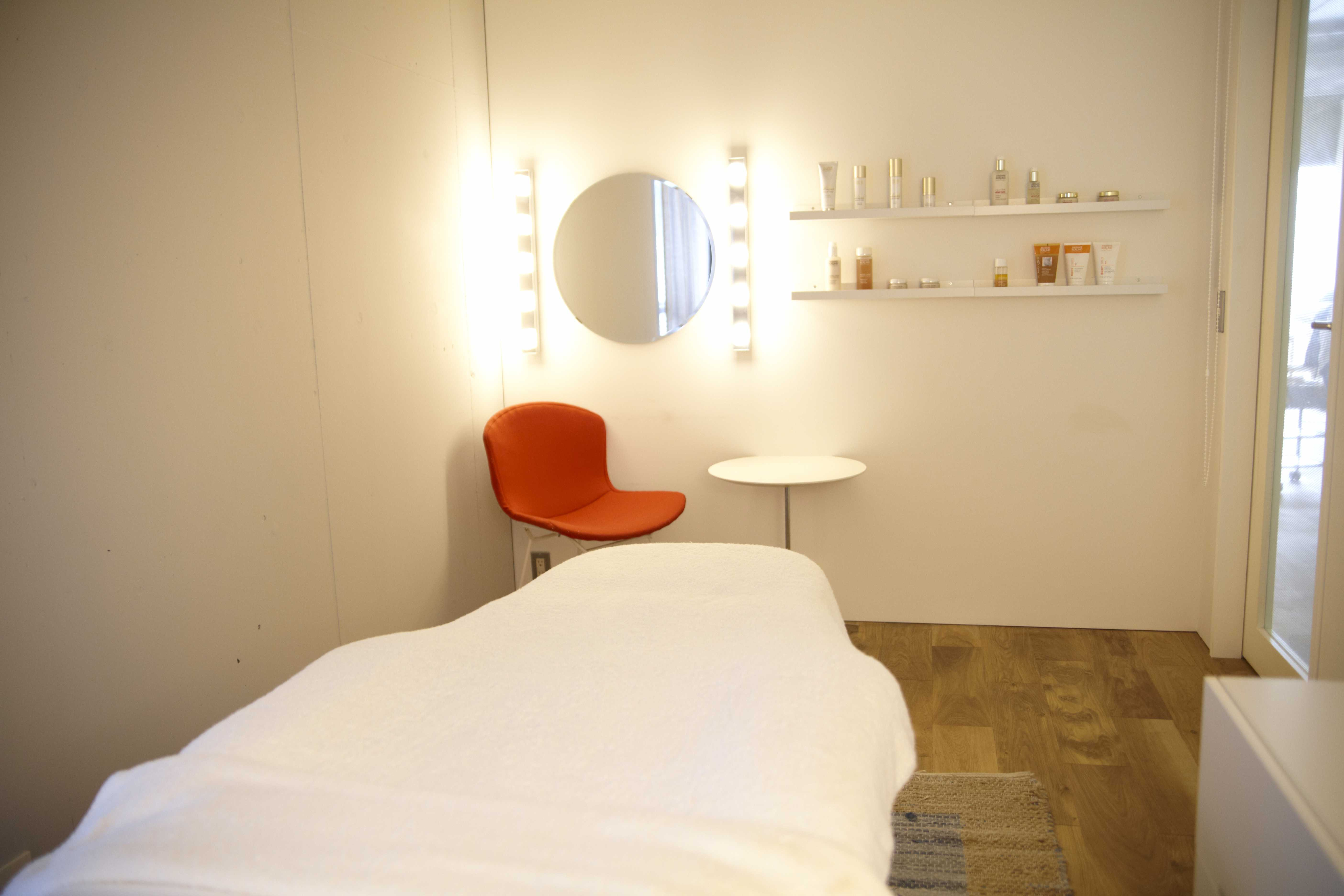uka Omotesando private treatment room